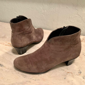 Munro Sloane Suede Lace Up Ankle Booties / Boots 8